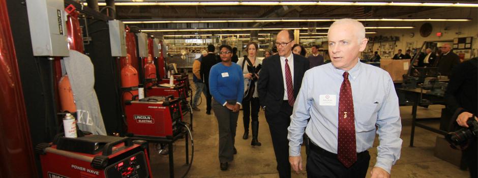 DOL Sec. Thomas Perez tours a SMART Union Local 17 training center
